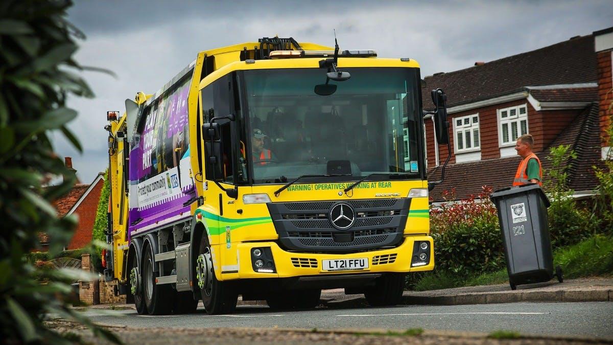 Dacorum Borough Council standardises its refuse collection fleet on 25 reliable and efficient  Mercedes-Benz Econics